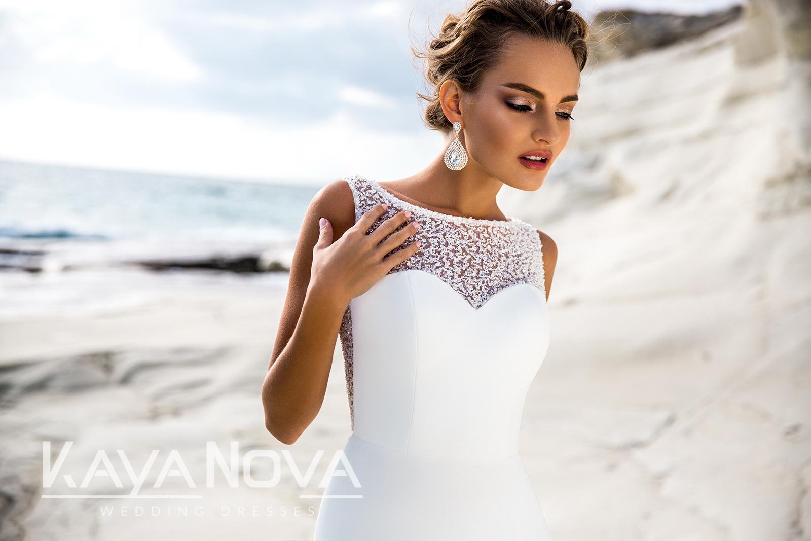 Who Designed Megan S Wedding Dress.Delight Megan